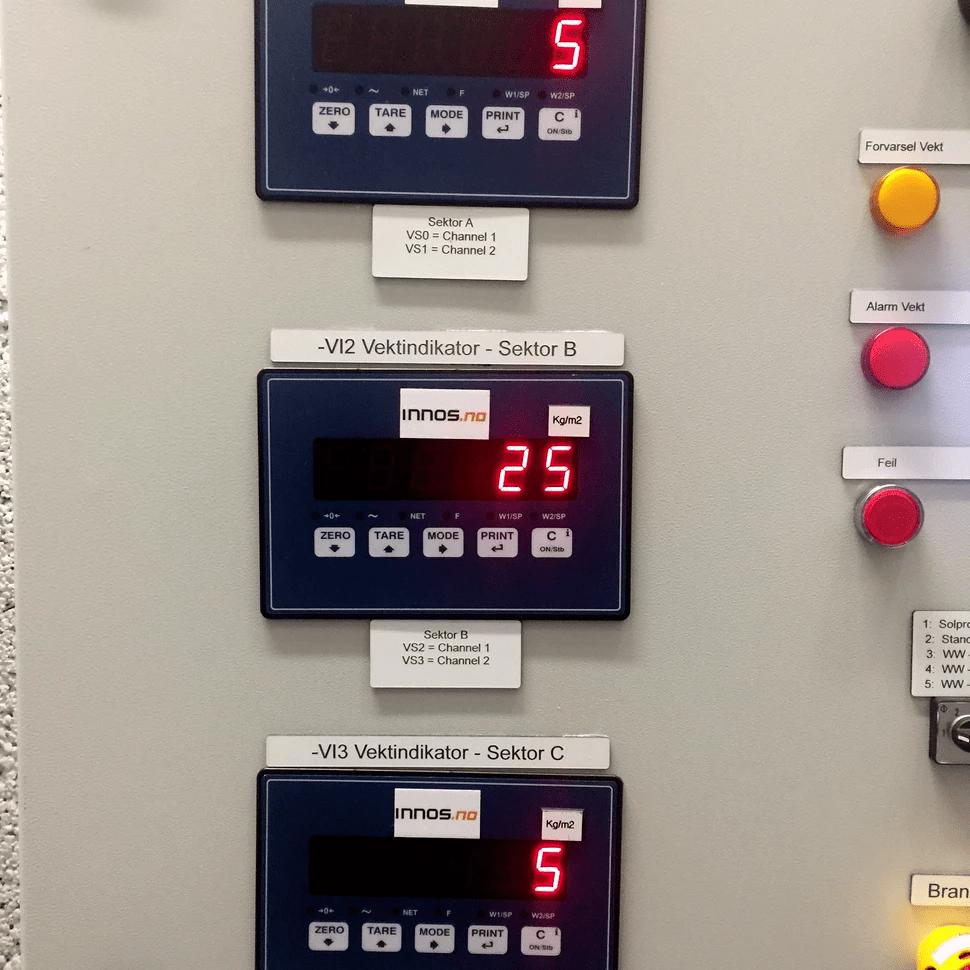 Display i kontrollrom som viser snølast på tak