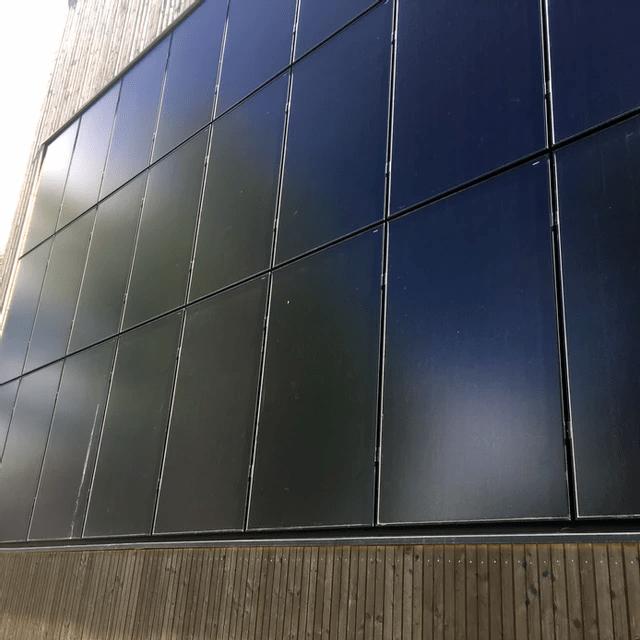 Spesialsolcellepaneler for montering på vegg